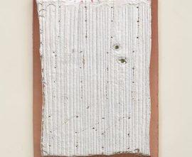 Dominique De Beir, Altération, 8 mars 2014, peinture, cire, impacts, polystyrène, 35 x 27 x 3 cm, © A. Ricci